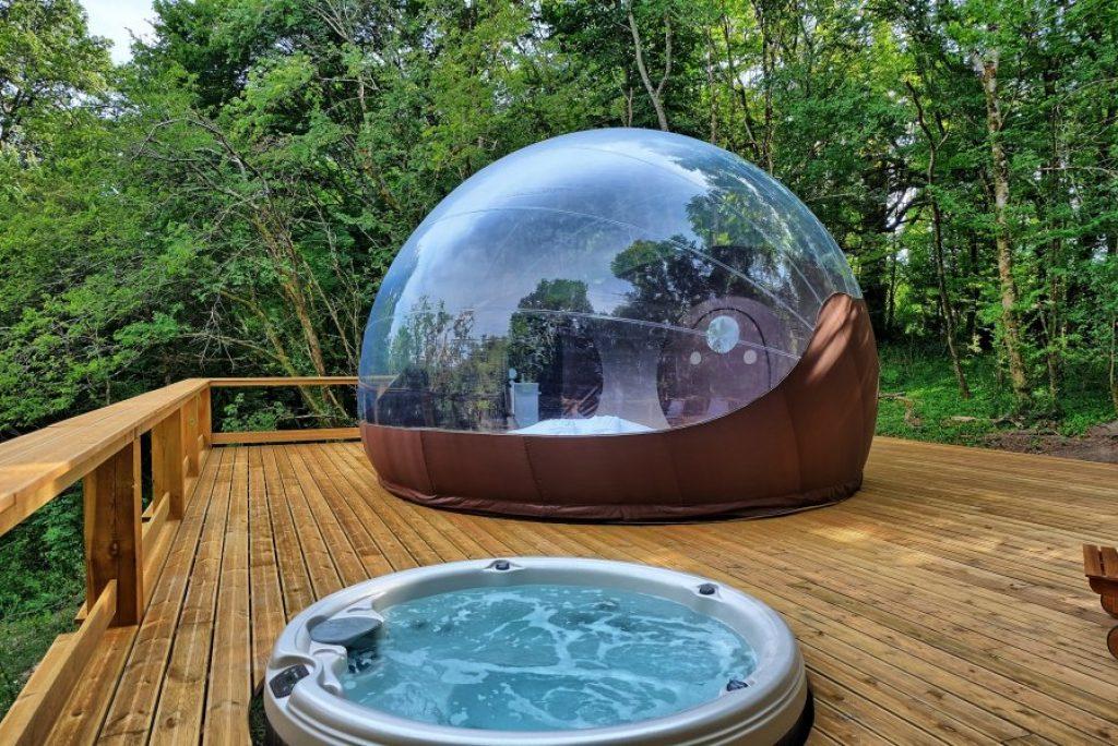 Overnachten in een luxe bubble met bubbelbad in Frankrijk